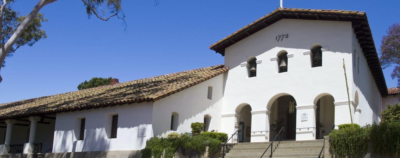 San Luis Obispo Setiap Jumat Menyediakan Item Menstruasi